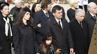 Rodzina Marii i Lecha Kaczyńskich w czasie drogi na Wawel