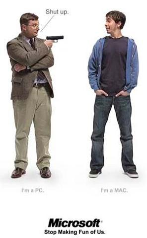 Pozorny konflikt Apple vs. Microsoft. Problem polega na tym, że choć obie firmy wywodzą się niejako z tego samego rdzenia i bynajmniej, nie pracują pro publico bono, po latach wykształciły zupełnie odmienny wizerunek. W największym stopniu dystansują się jednak wzajemnie sami użytkownicy. Fani Apple`a tworzą wokół siebie atmosferę