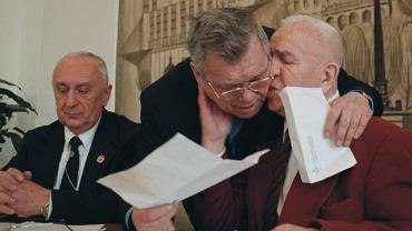 Ratusz w Lublinie 2001 rok. 85 urodziny Stanisława Zalewskiego. Jubilat (z prawej) z Leszkiem Drogoszem. Z lewej wieloletni prezes LOZB Waldemar Zduńczuk