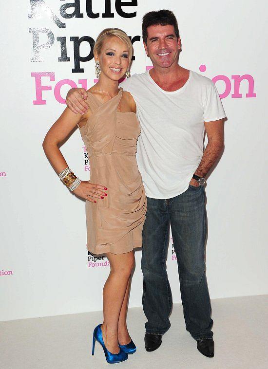 Na otwarciu Katie wspierał Simon Cowell, znany z 'Idola' i 'Mam talent'.