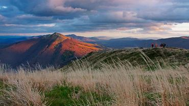 Połonina Wetlińska, odłączyłem się od reszty plenerowiczów żeby wylegiwać się w trawie i tam obserwować zachód słońca