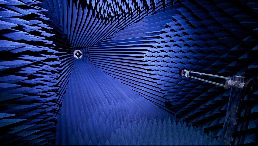 Komory bezodbiciowe służące do testowania anten