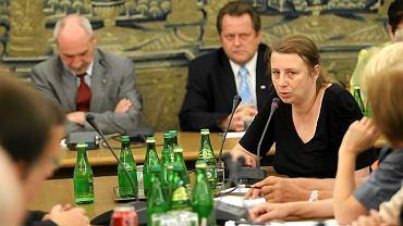 Magdalena Merta podczas posiedzenia zespołu Macierewicza