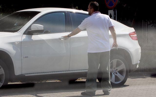 Agustin Egurrola podjechał pod swoją szkołę tańca na warszawskiej Ochocie wypasionym BMW X6 za około 300 tysięcy złotych. Napił się wody, pogadał ze swoimi pracownikami, po czym udał się na trening. Agustin w 12. edycji