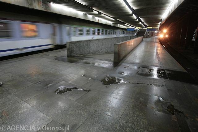 Podziemny peron na Dworcu Centralnym w Warszawie