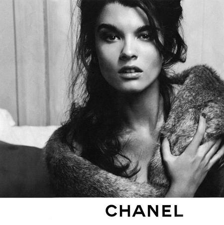 Crystal Renn i Baptiste Giabiconi w sesji Chanel