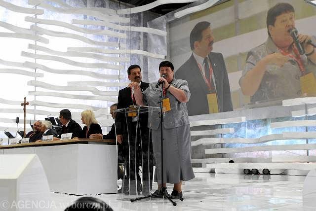 Część delegatów próbowała przerwać wystąpienie Henryki Krzywonos gwizdami i krzykami. Przerwać wystąpienie próbował też Janusz Śniadek
