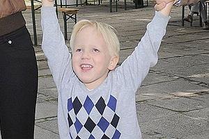 Julian ma 3,5 roku. Jest synem dziennikarskiej pary Macieja Kurzajewskiego i Pauliny Smaszcz-Kurzajewskiej.