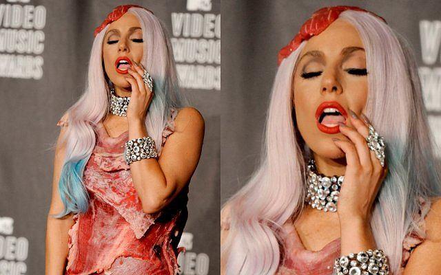 Lady Gaga na imprezie Mtv Video Music Awards zaszokowała wszystkich swoim strojem. Piosenkarka wystąpiła ubrana w mięso.