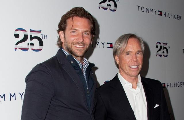 Bradley Cooper i Tommy Hilfiger - marka Tommy Hilfiger obchodziła 25-lecie podczas nowojorskiego tygodnia mody.