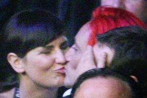 Pojawienie się Michała Wiśniewskiego i Dominiki Tajner w sobotę na gali bokserskiej potwierdziło plotki, które pojawiły się w poprzednim tygodniu. Piosenkarz romansuje z córką trenera skoczków narciarskich.