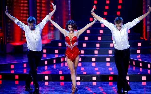 Jednym z ciekawszych występów na gali 40-lecia TVP2, był występ Edyty Herbuś z Marcinem i Rafałem Mroczkami. To niezwykłe trio zaprezentowało znakomity układ choreograficzny, który robił wrażenie. Nie ma się czemu dziwić Edyta i Marcin maja na koncie wygraną w tanecznej Eurowizji. Jak wam się podobało?