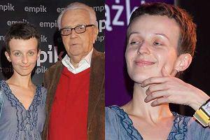 Andrzej Łapicki promuje książkę Nic się nie stało. W trakcie spotkań z czytelnikami towarzyszy mu żona.