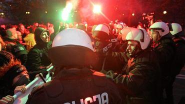 Policja otoczyła blokujących marsz