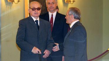 Generał Wojciech Jaruzelski przed obradami Rady Bezpieczeństwa Narodowego w Pałacu Prezydenckim przywitany został przez generała Stanisław Kozieja