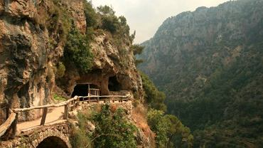Droga nad doliną Qadisha w Libanie