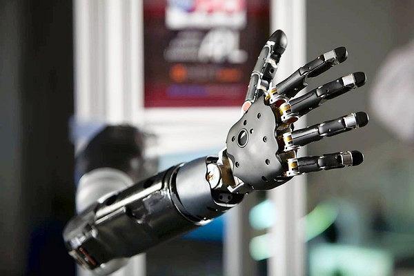 Sterowana myślami mechaniczna ręka może trafić na rynek już za 4-5 lat
