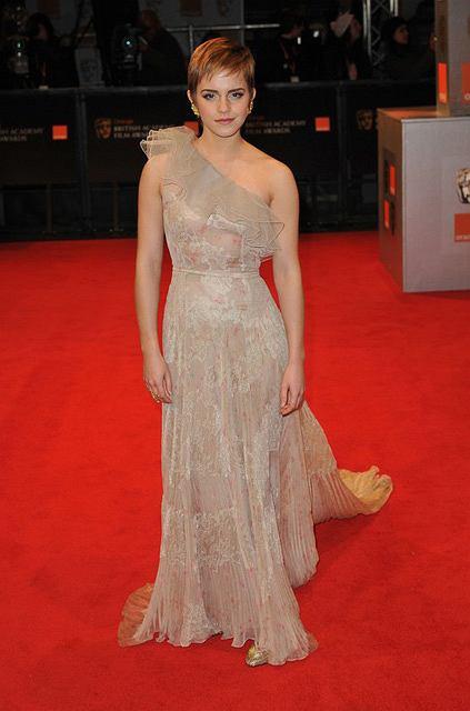 Emma Watson w sukni Valentino na BAFTA 2011