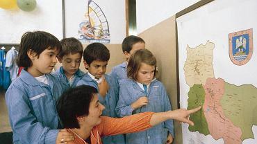 Jedna z najlepszych dla dyslektyków metod nauczania polega na łączeniu figur z pojęciami. Gdy słowa, które przedstawiają figury, zostaną już zidentyfikowane, należy rozłożyć figury, aby pokazać dziecku użycie oraz położenie pojedynczych fonemów
