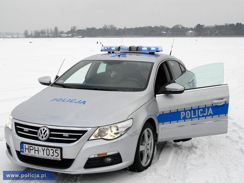 Volkswagen Passat CC w policyjnych barwach (radiowóz)