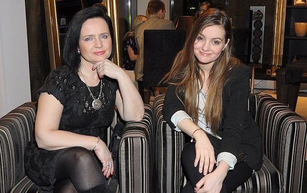 Jolanta Fajkowska pojawiła się na otwarciu salonu ''Numero Uno'' z córką Marią Niklińską. Ich stroje nie były zachwycające, wyglądały bardzo zwyczajnie. Broni je to, że obie są po prostu piękne.