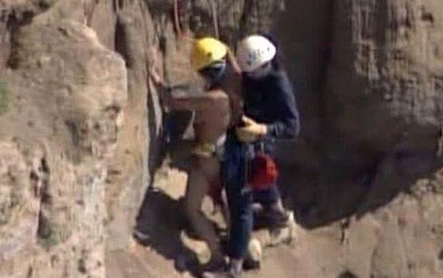 Naga 27-latka uwięziona na klifie