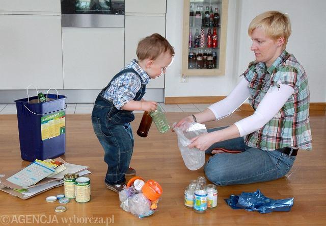 Segregowanie śmieci ma sens. I warto uczyć tego dzieci. Po selekcjonowane w domu śmieci łatwiej i szybciej dzielić w sortowniach