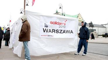 Namiot Solidarnych na Krakowskim Przedmieściu w Warszawie