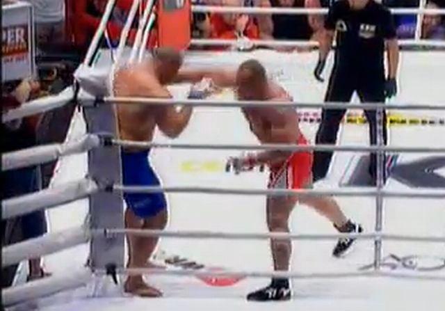 Mariusz Pudzianowski w walce z Jamesem Thompsonem