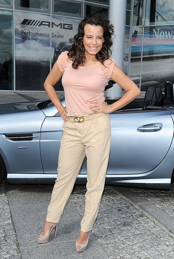 Anna Mucha w pastelach odbiera roadster Mercedes