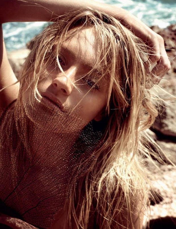Anna Jagodzińska - Vogue Turkey czerwiec 2011