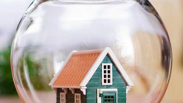 Dom jest schronieniem dla wielu z nas. Okazuje się, że nawet w tym, wydawałoby się bezpiecznym miejscu, mogą czyhać na nas zagrożenia.