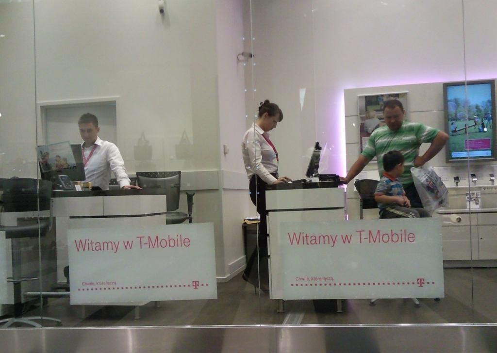 Jeden z salonów firmowych T-Mobile