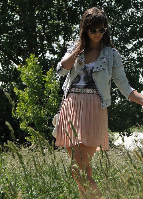 spódnica - second hand, bluzka - Bershka, ramoneska, pasek - Reserved, buty, torebka - no name, pierścionki - Pętelka, bransoletka - second hand, okulary - H&M