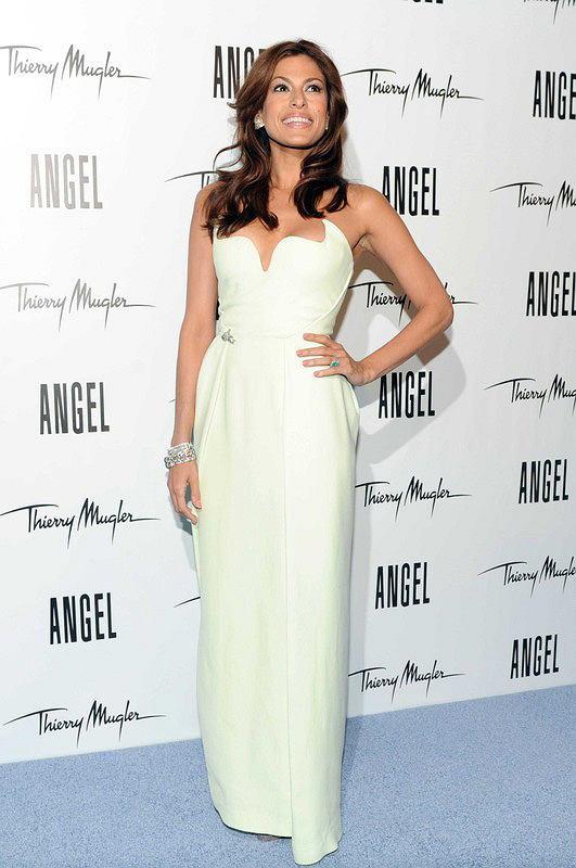 Eva Mendes w białej sukni Thierry Mugler