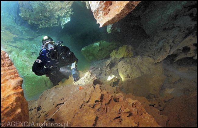 Nurek na dnie oceanu