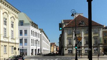 Widok od strony Senatorskiej: od lewej pałac Biskupów Krakowskich, nowy budynek, pałac Małachowskich przy Senatorskiej 11