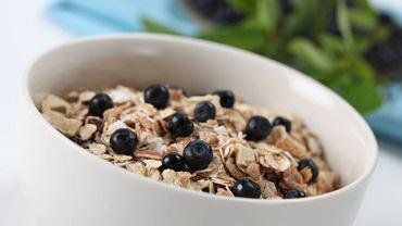 Owsianka - najlepiej z orzechami i mlekiem sojowym - obniża cholesterol nie gorzej od leków