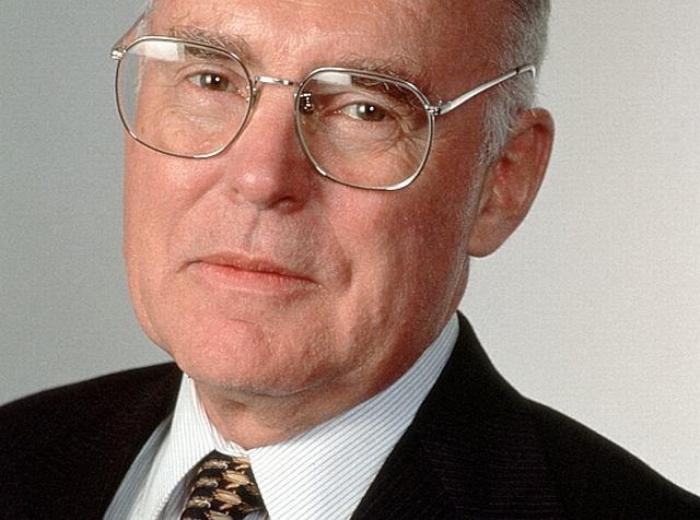 Gordon Moore - jego prawo sprawdza się od dekad. Tylko czy wciąż ma sens?