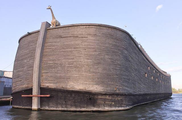 Replika Arki Noego autorstwa Johana Huibersa