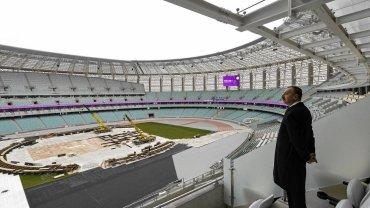 Prezydent Azerbejdżanu Ilham Alijew na stadionie w Baku