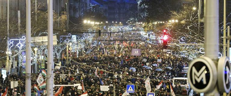 ''Wstrętny Fidesz''. Węgrzy protestują przeciwko ''ustawie niewolniczej''