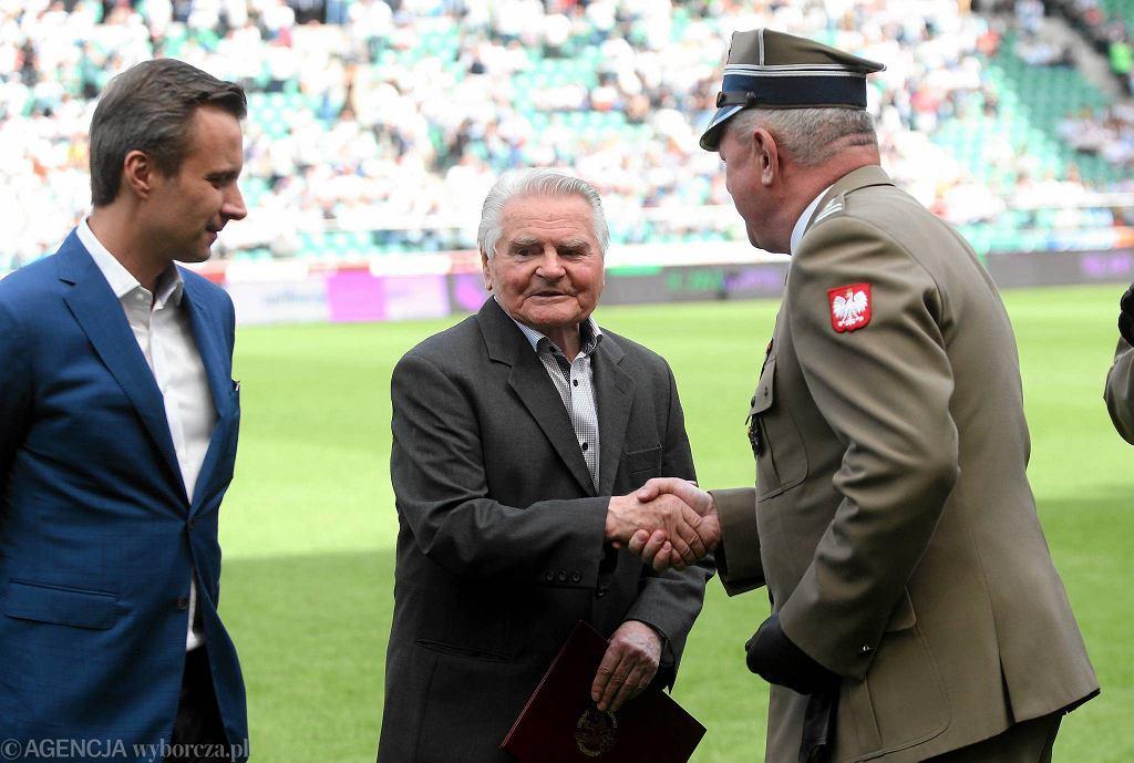 Przed meczem z Wisłą Lucjan Brychczy otrzymał stopień pułkownika
