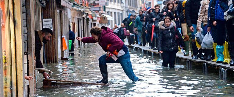 Wenecja znowu pod wodą. Zalało 70 proc. powierzchni miasta