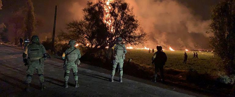 Meksyk: ludzie kradli paliwo z uszkodzonego rurociągu. Eksplodował