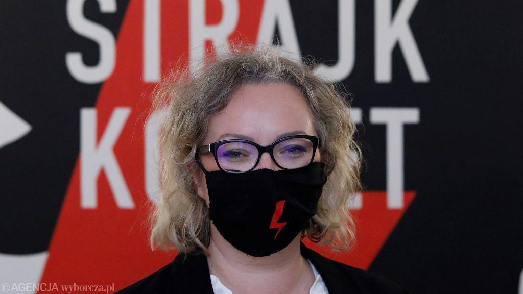 Marta Lempart. Konferencja prasowa Ogólnopolskiego Strajku Kobiet w Warszawie