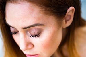 Odmładzający makijaż. Tricki, które odejmują lat