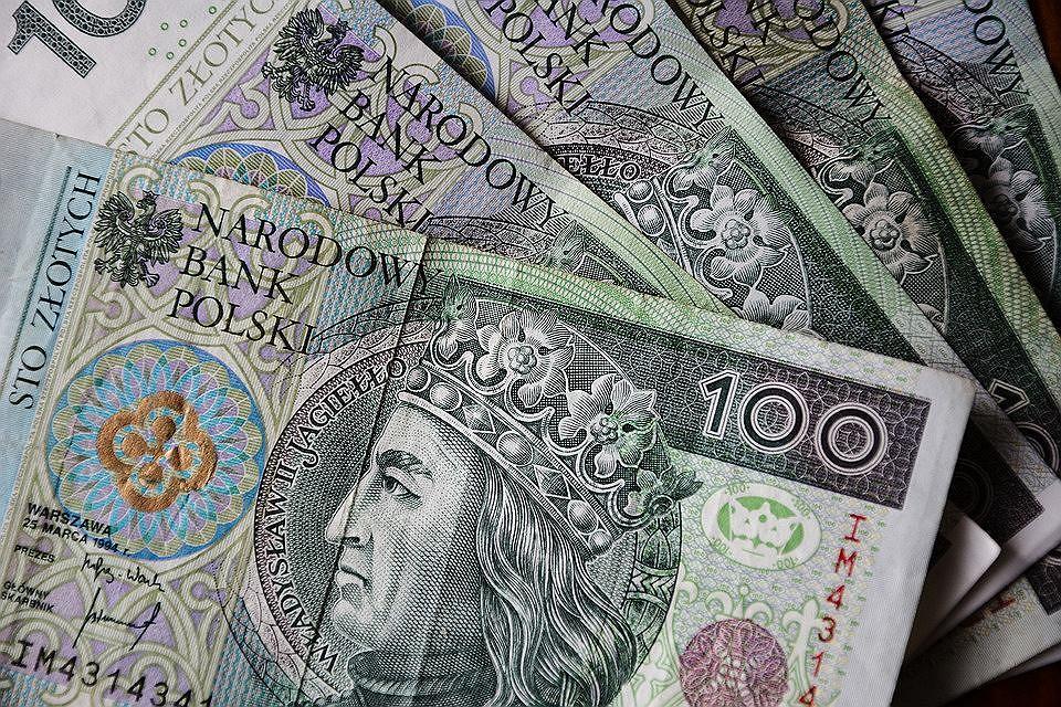 Pieniądze, zyski (zdjęcie ilustracyjne)