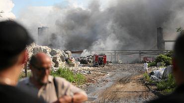 Pożar składowiska odpadów na terenie byłych zakładów chemicznych Boruta w Zgierzu.