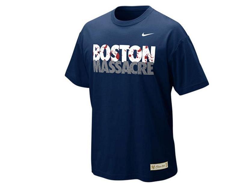 Koszulka Nike z napisem 'Boston Massacre' dla kibiców Yankees. Po tragicznych wydarzeniach na maratonie bostońskim nabrała nowego znaczenia
